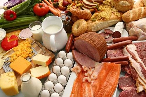 Một bữa ăn của thai phụ cần thêm tương đương 1 bát cơm, 30gr thịt hoặc 1 quả trứng, 1 cốc sữa mỗi ngày.