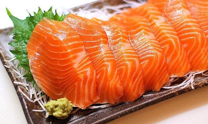 3 tháng đầu thai kỳ nên bổ sung cá hồi.