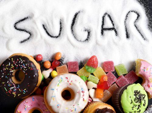 Các mẹ bầu không nên ăn nhiều đường.
