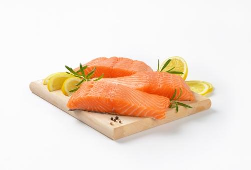 Mẹ bầu nên bổ sung cá hồi thường xuyên trong thời kỳ mang thai.