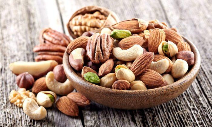 Các loại hạt là món ăn vặt bổ dưỡng cung cấp rất nhiều DHA.